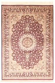 Ghom Zijde Vloerkleed 138X200 Echt Oosters Handgeknoopt Beige/Donkerrood/Donkerbeige (Zijde, Perzië/Iran)